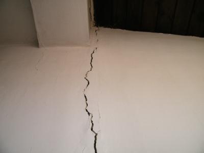 טיפול בסדק בקיר
