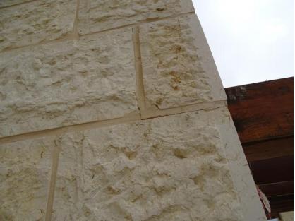 בדק בית - כוחלה סדוק בין לוחות אבן